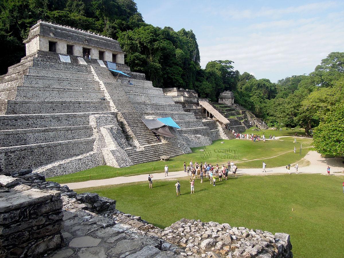 Руины Паленке в Мексике. Дворец правителей