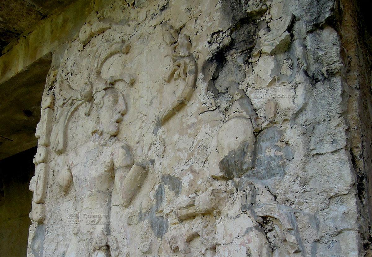 Руины Паленке в Мексике. Барельеф воина