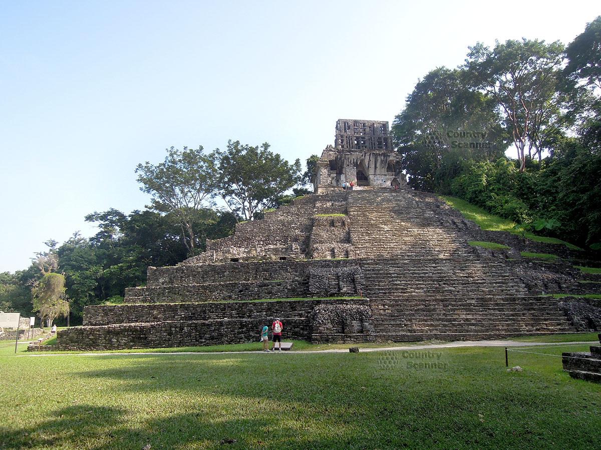 Руины Паленке в Мексике. Ступени к храму