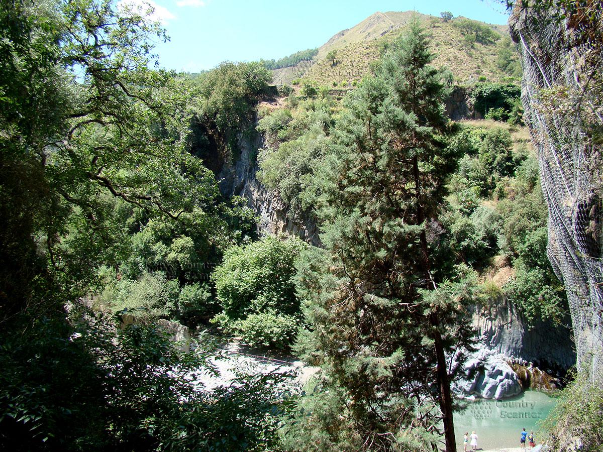 Река в ущелье Алькантара.