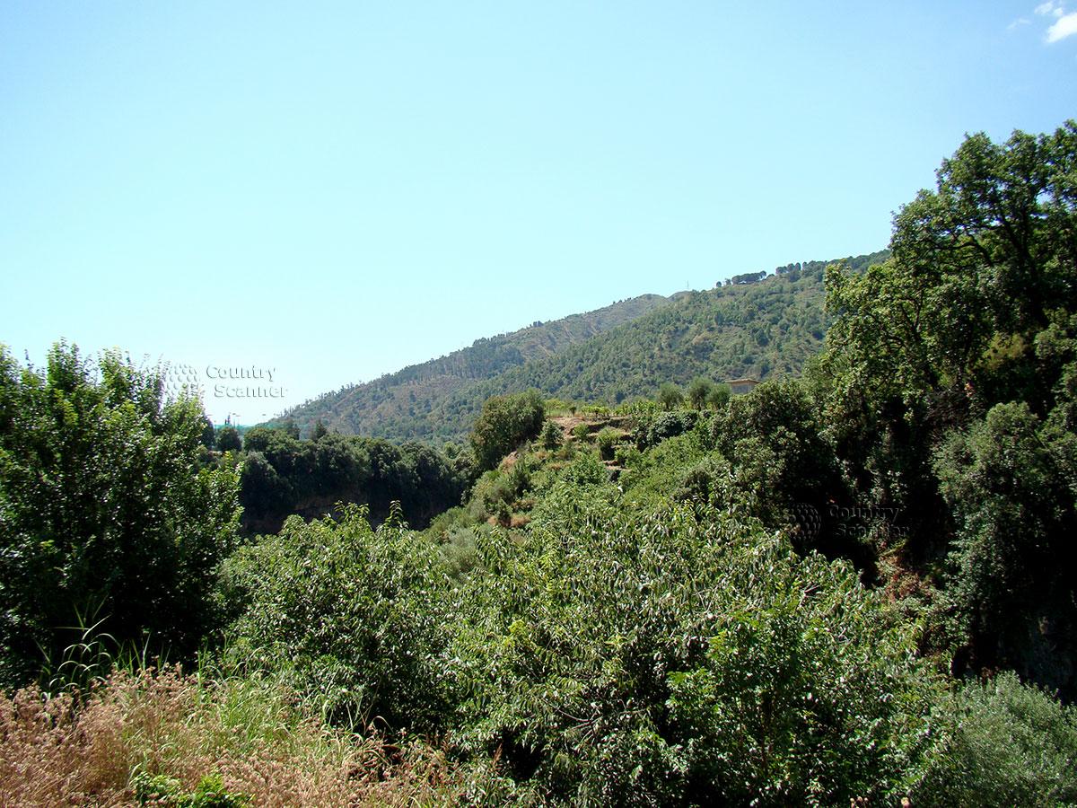 Вид на горы в парке Алькантара.