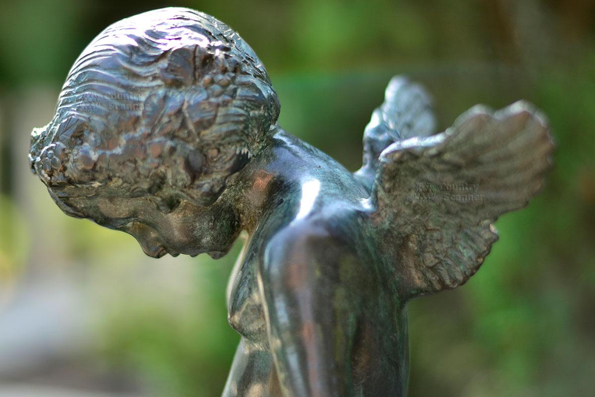 Статуя ангела в парке Айвазовского