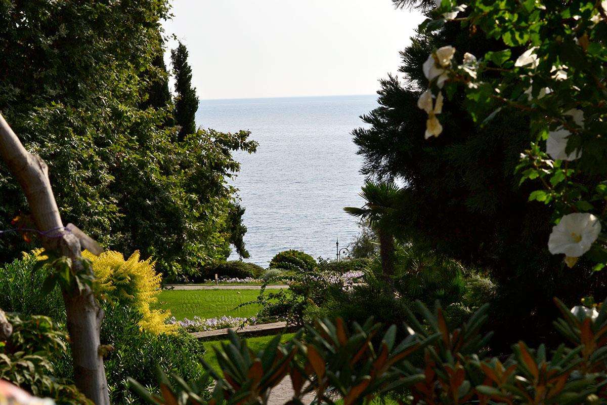 Вид на Серное море из парка Айвазовского