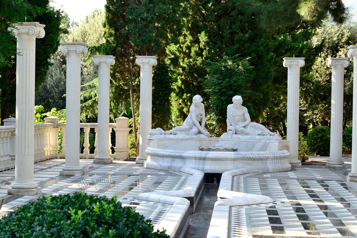 Мраморный фонтан с двумя жрицами в парке Айвазовского