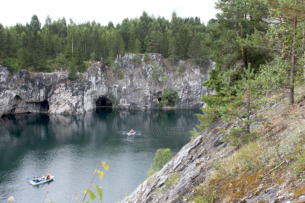 Горный парк Рускеала - лодки, скала, пещера