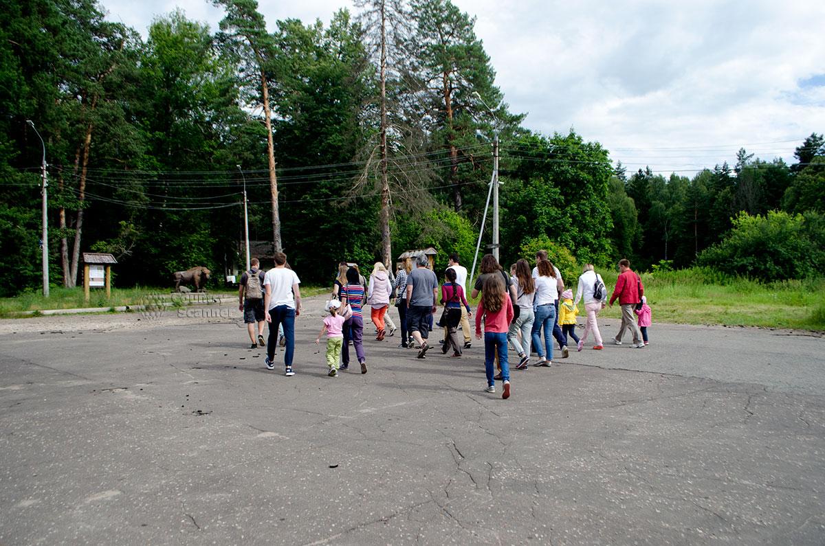 Экскурсионная группа отправляется в Приокско-Террасный заповедник