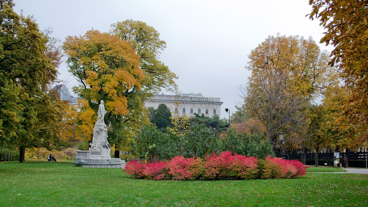 По дороге в Сад бабочек в Вене. Дворцовый сад.
