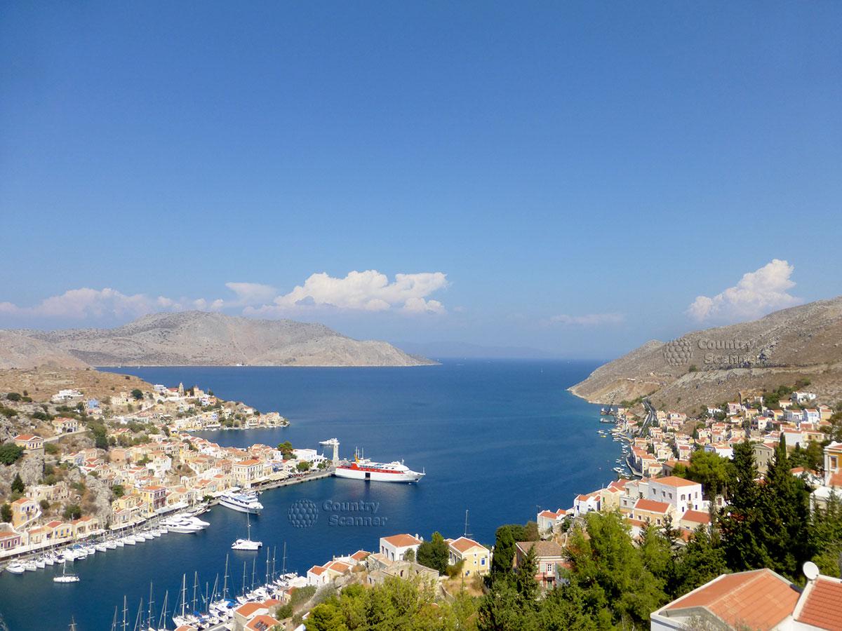 Греческий остров Сими. Вид в сторону моря.