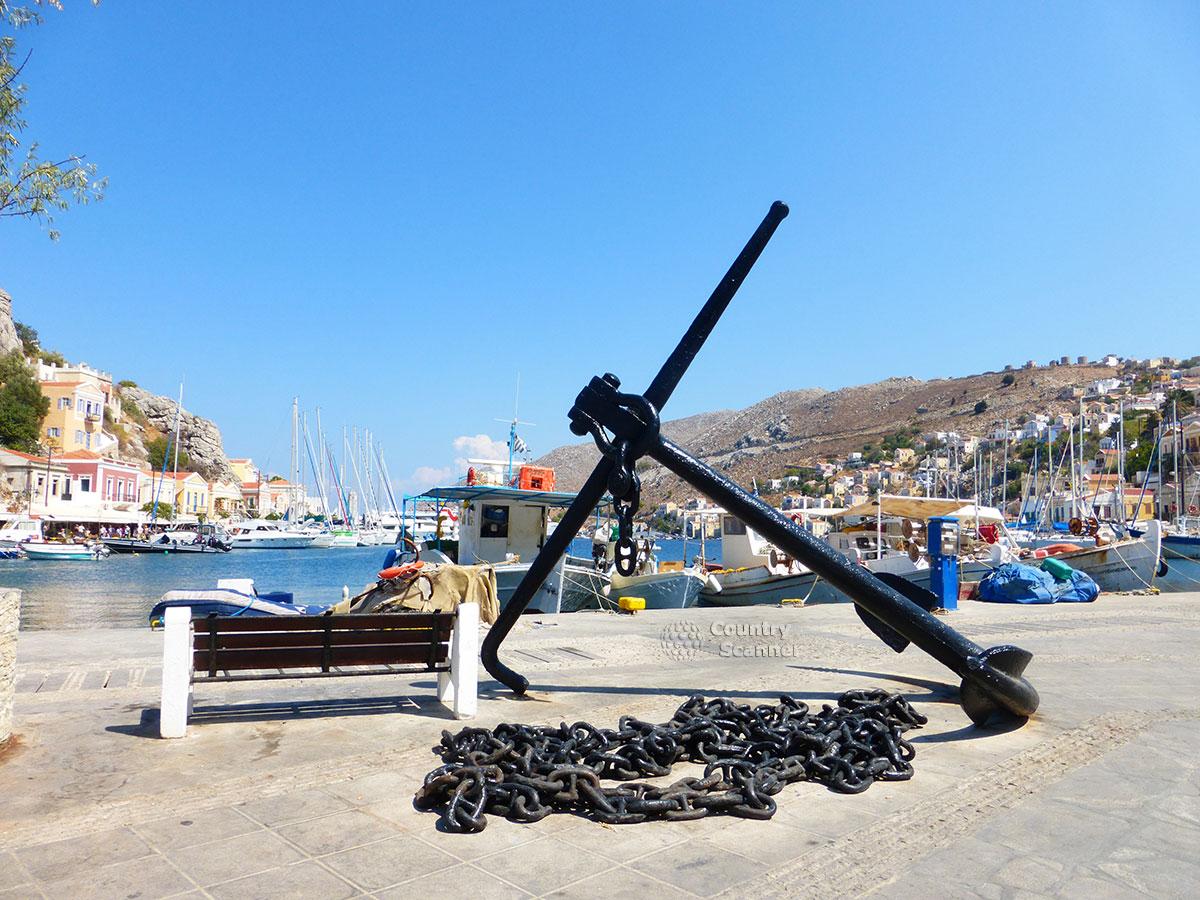 Греческий остров Сими. Якорь на берегу.