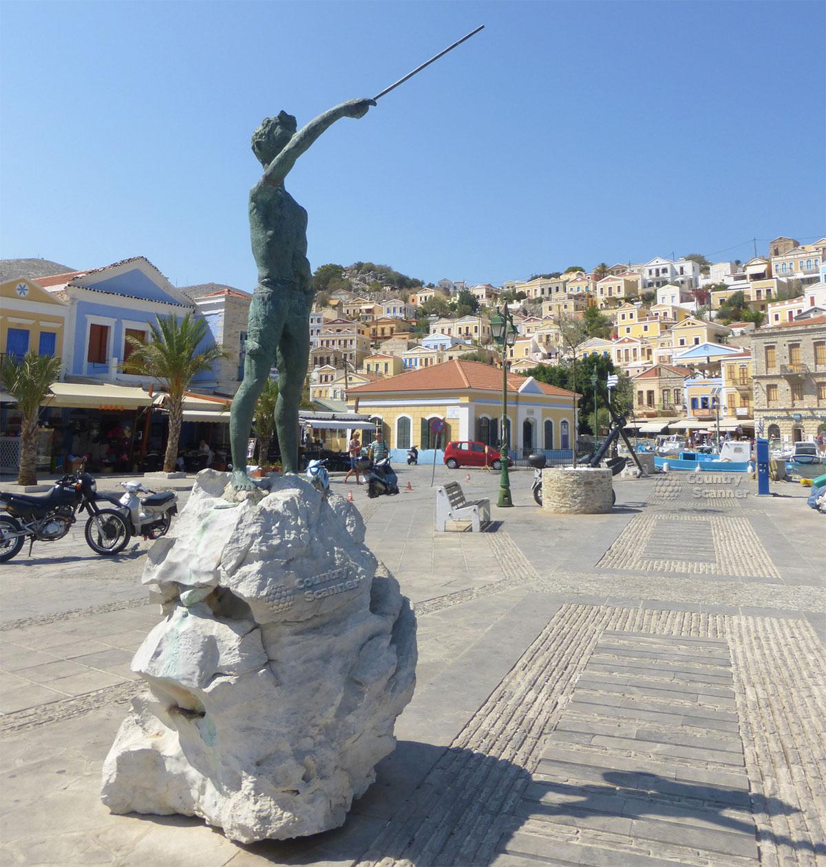 Греческий остров Сими. Бронзовый пямятник со шпагой на камне.