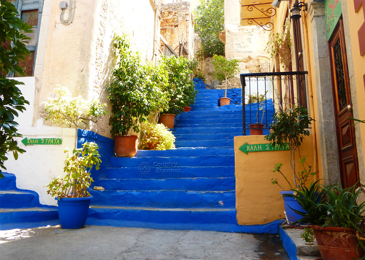 Греческий остров Сими. Синяя лестница.