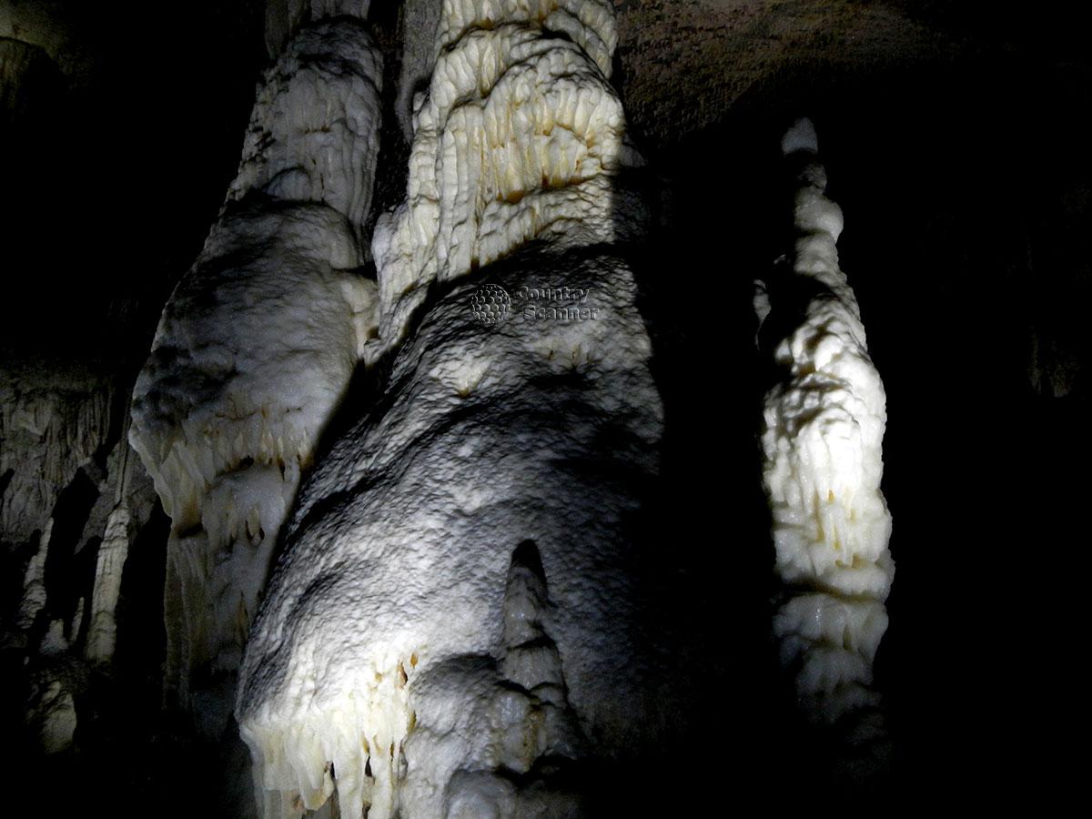 Древние пещеры Постойнской Ямы