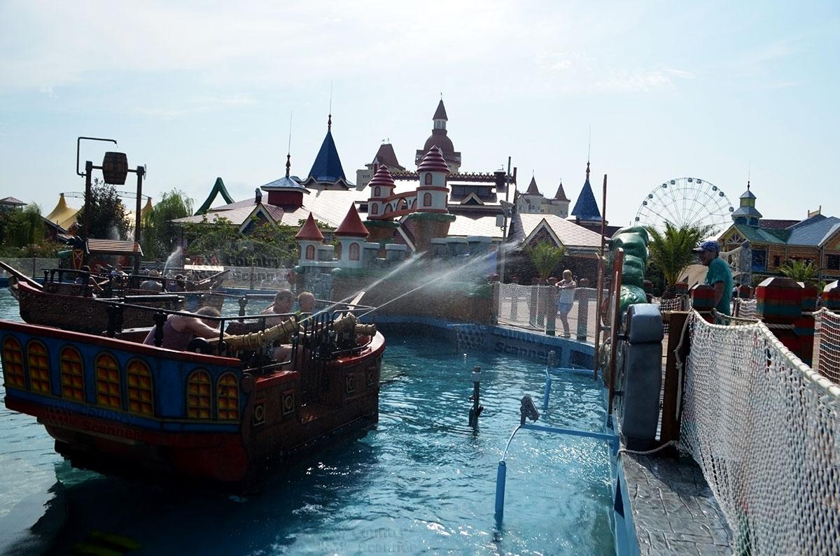 """Сочи парк. Водный аттракцион """"Пираты""""."""