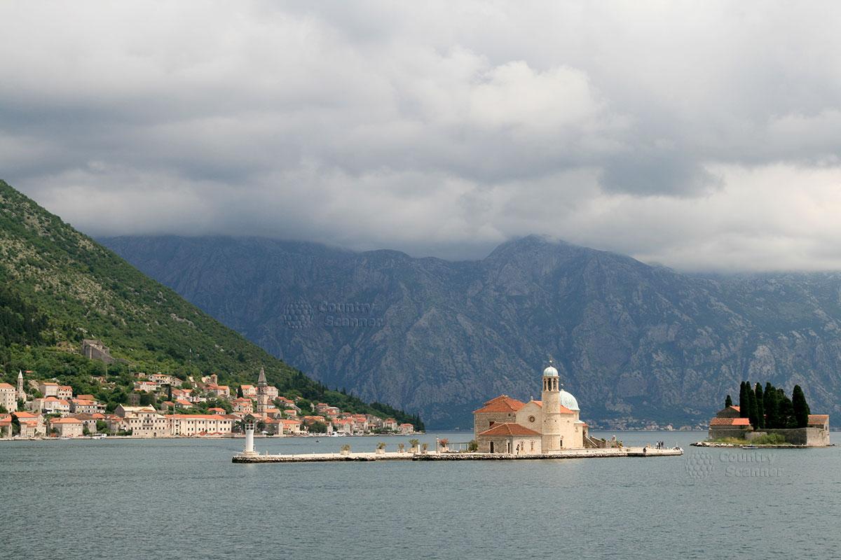 Острова святого Георгия и Госпа од Шкрпела напротив Пераста.