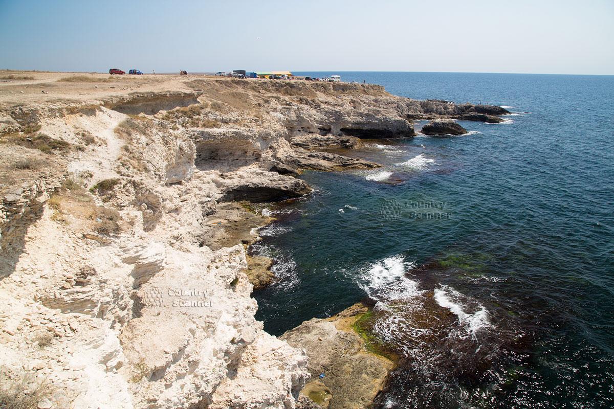 Обрывистое побережье на мысе Тарханкут.