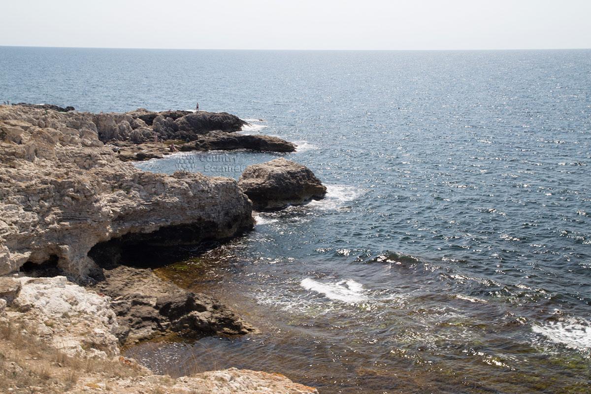 Кристально чистое море около мыса Тарханкут.