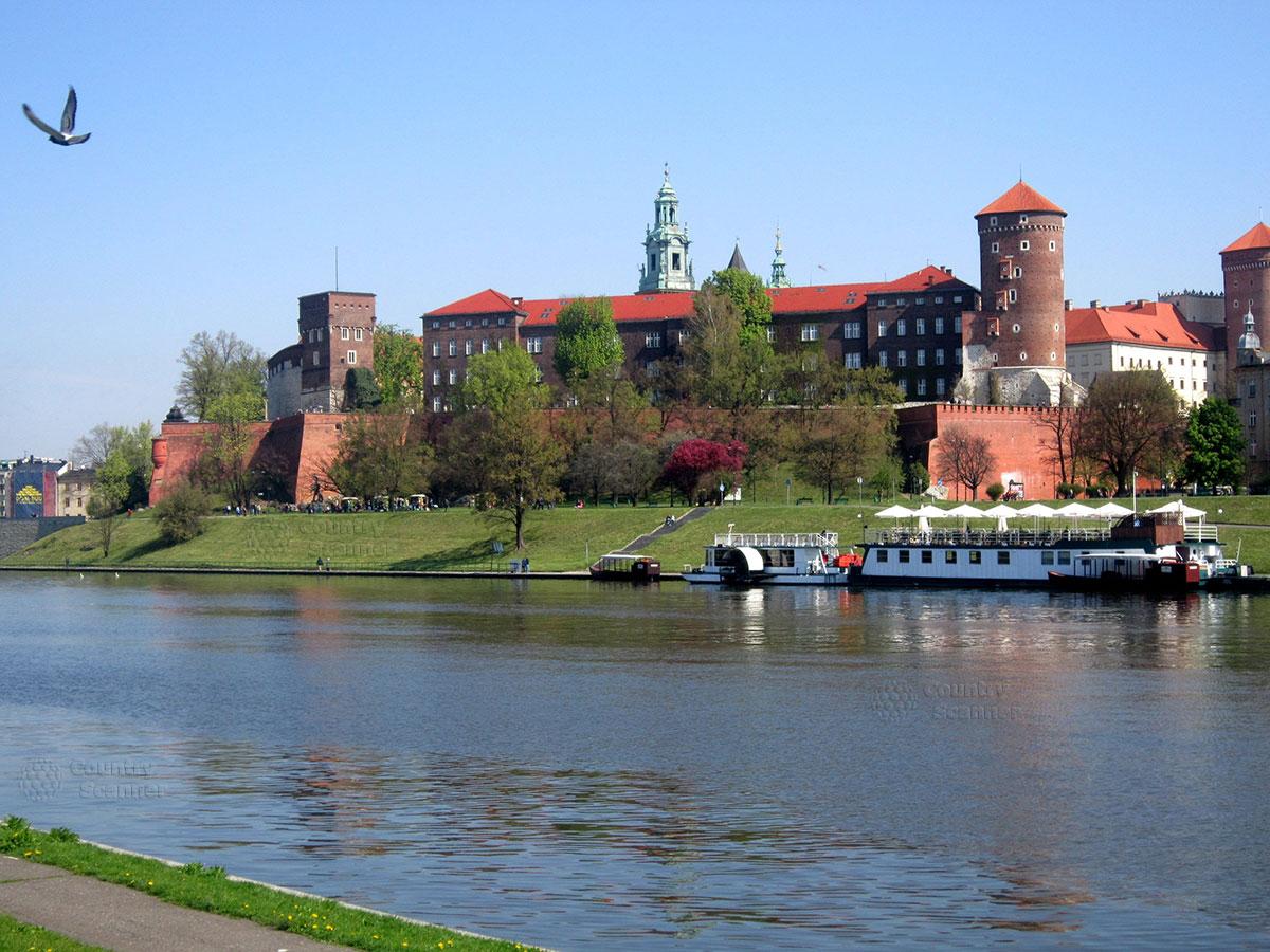 Вавельский замок в Кракове. Вид на крепостной вал.