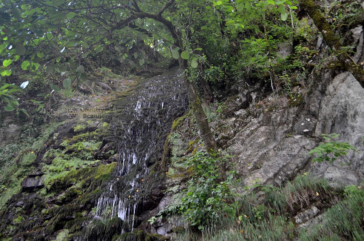 Водопад Девичьи слезы. Кристально-чистые потоки.