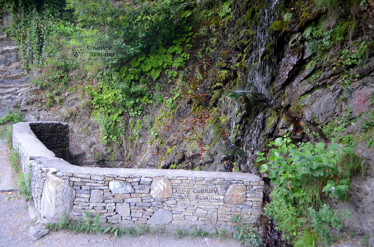 Водопад Девичьи слезы недалеко от Сочи.