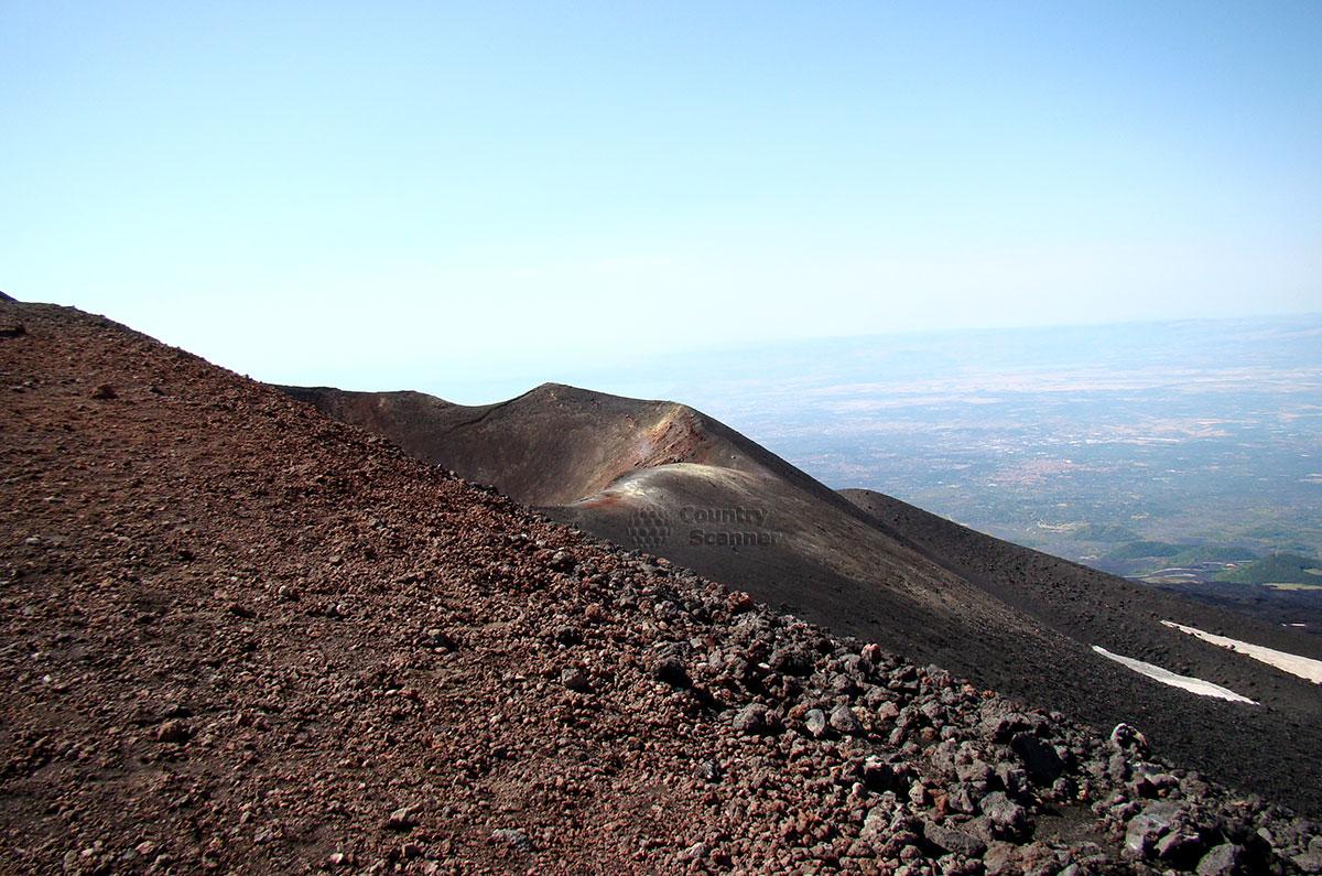 Все выше взбираемся на вулкан Этна.