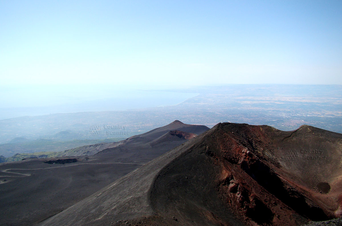Виды, открывающиеся с высоты вулкана Этна.