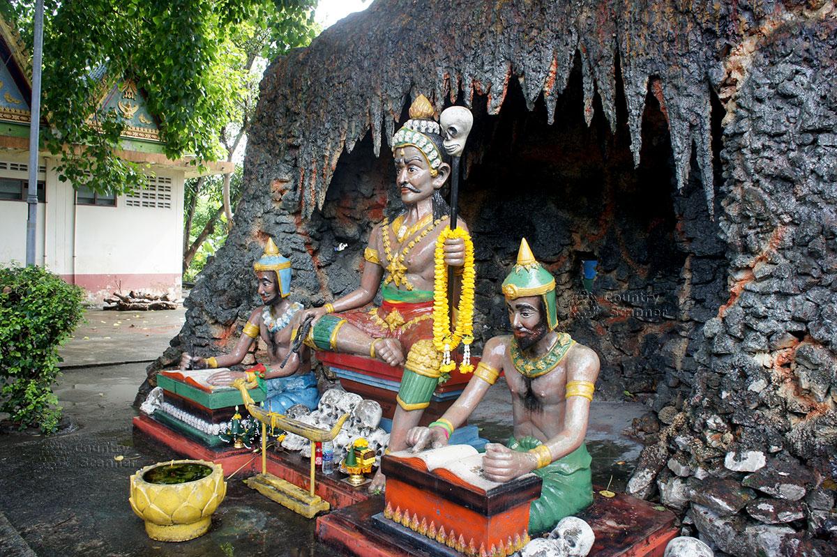 Храм Ада и Рая наглядно показывает для верующих загробную жизнь.