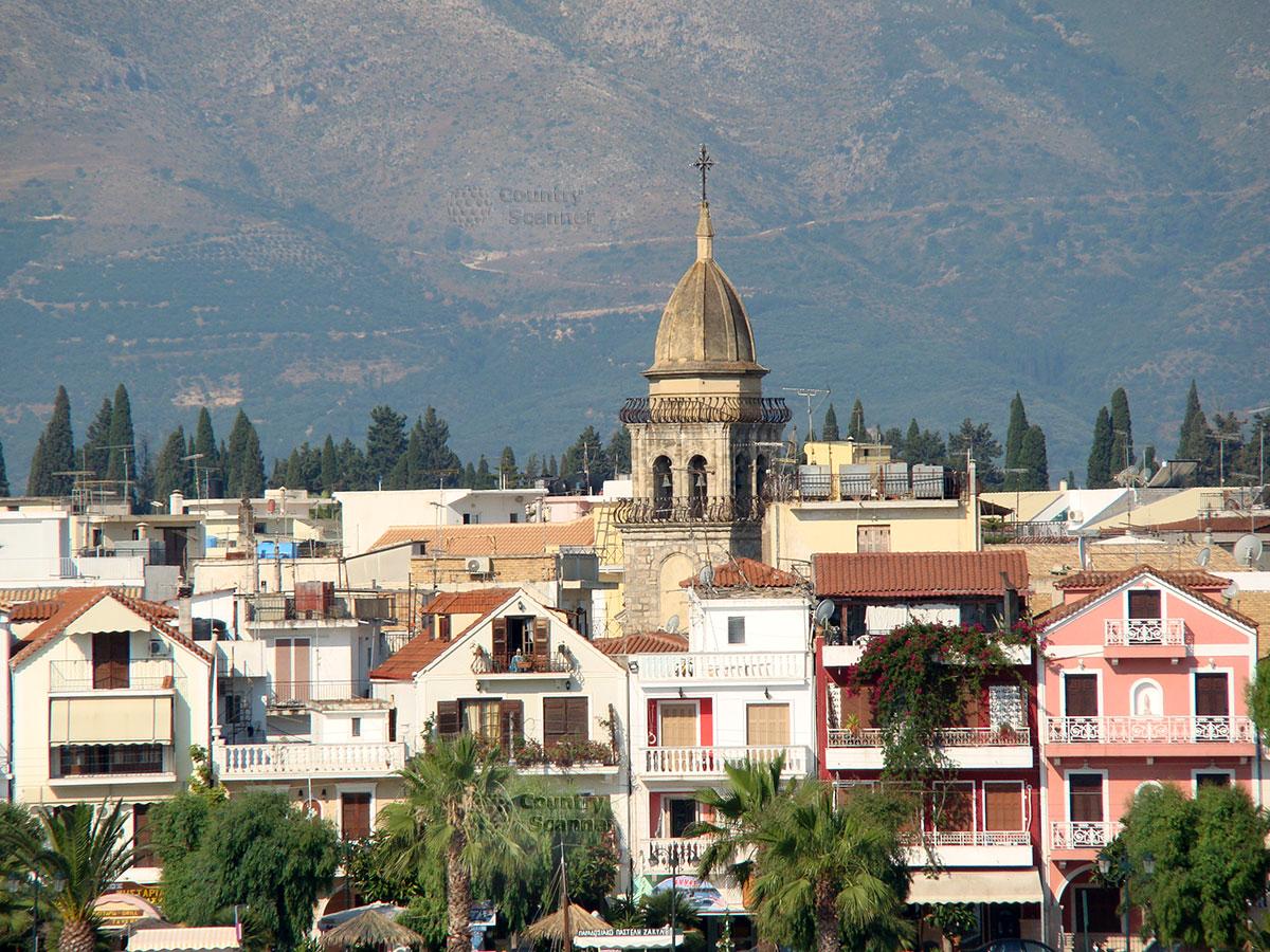 Церковь Святого Марка среди жилых домов.
